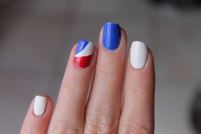 nail art facile fête nationale