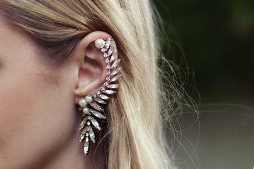 L'Art et la manière de porter l'ear cuff