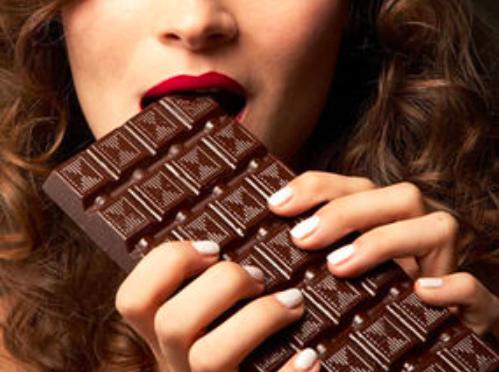 fille mange chocolat décisions