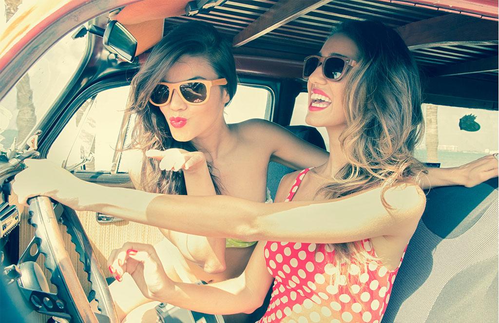 filles dans voiture
