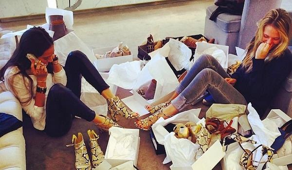 filles shopping chaussures