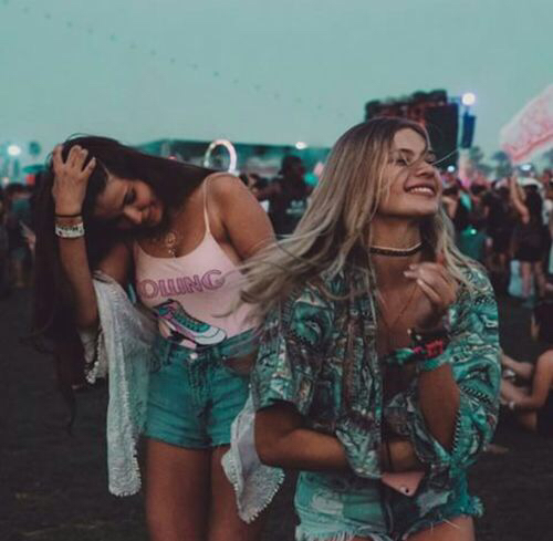girls dancing friends