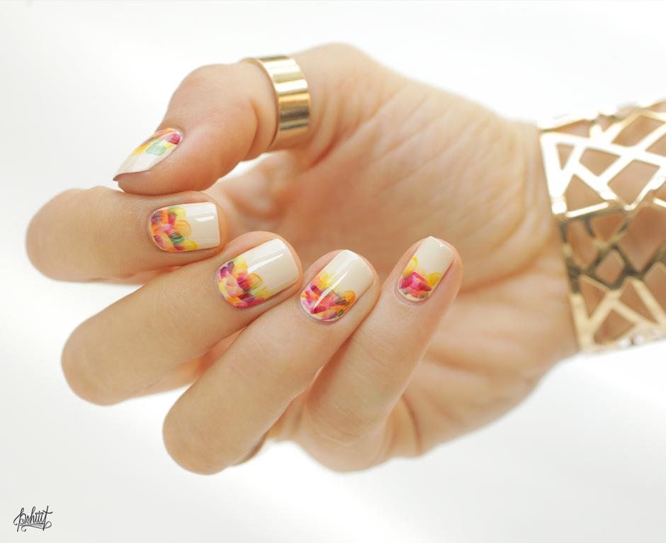 nail art coloré pour l'été
