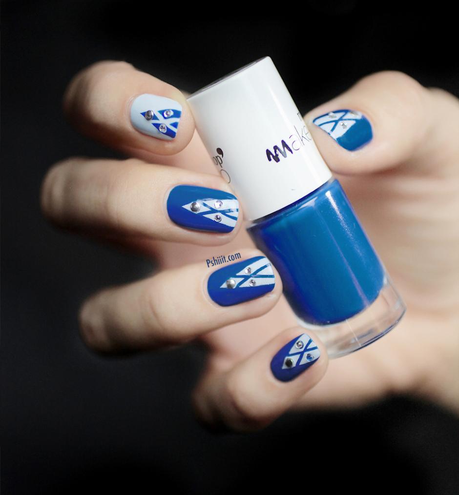 nail art tons bleus et blancs