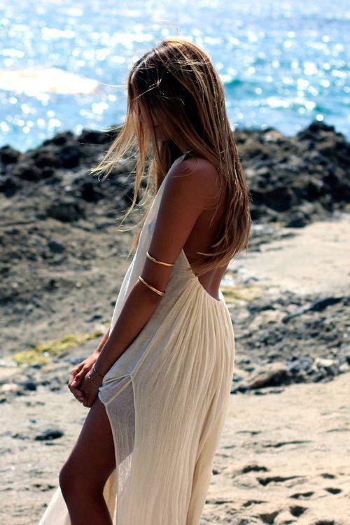 robe dos nu blanche plage