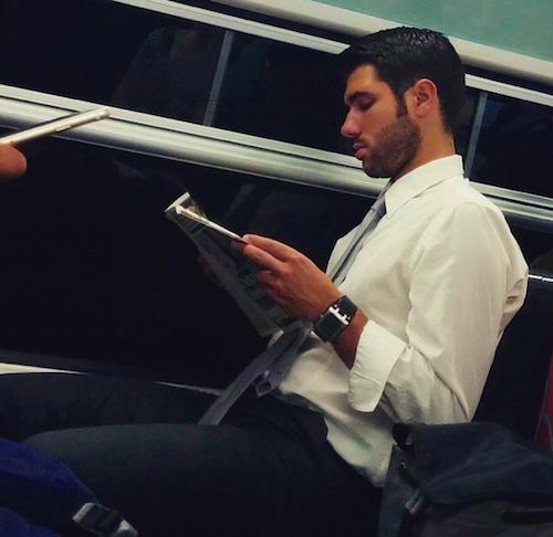 homme dans le metro parisien