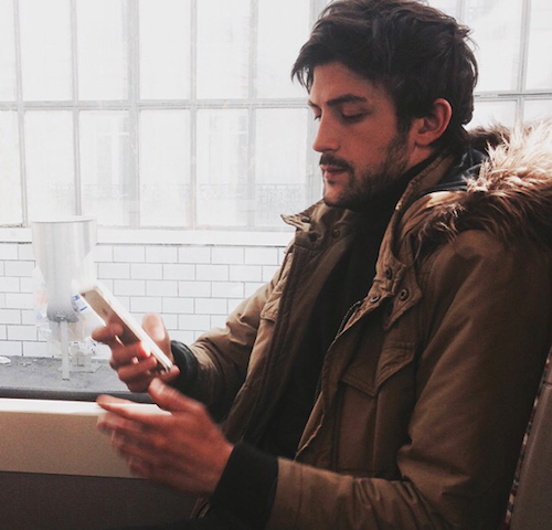 homme dans le metro