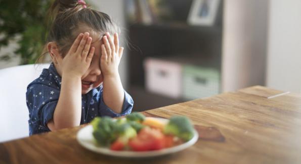 fille qui déteste les légumes