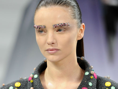 chanel sourcils paillettes