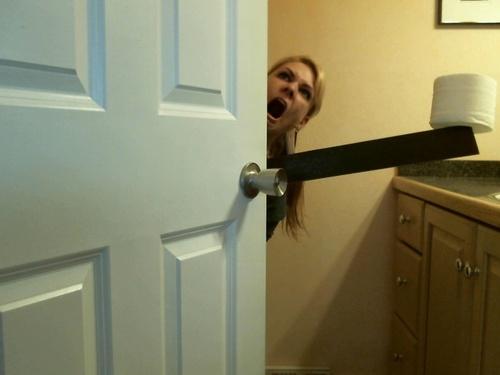 Femme au toilette