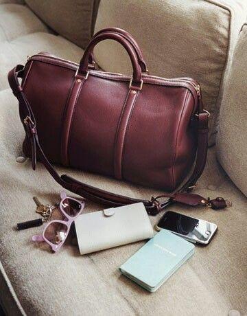 8 choses inutiles q'une femme garde dans son sac à main