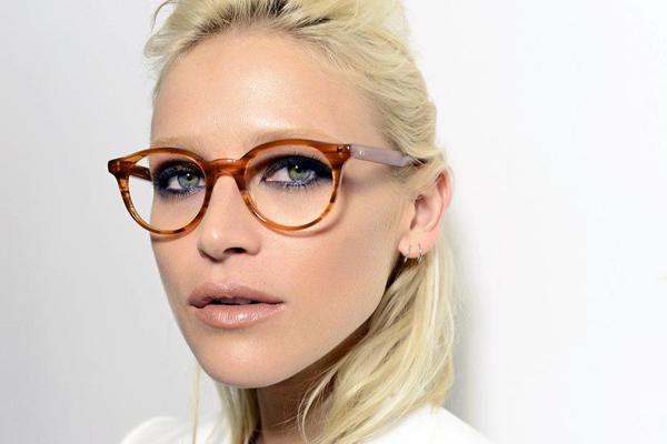 femme lunettes