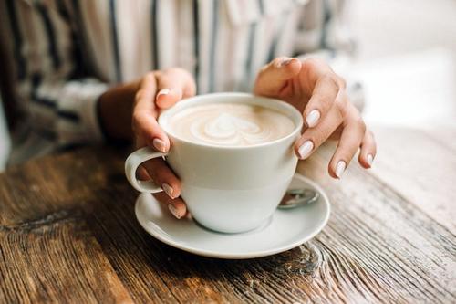fille café 15 petits plaisirs