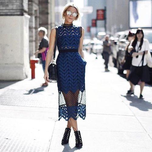 robe en dentelle bleue street style