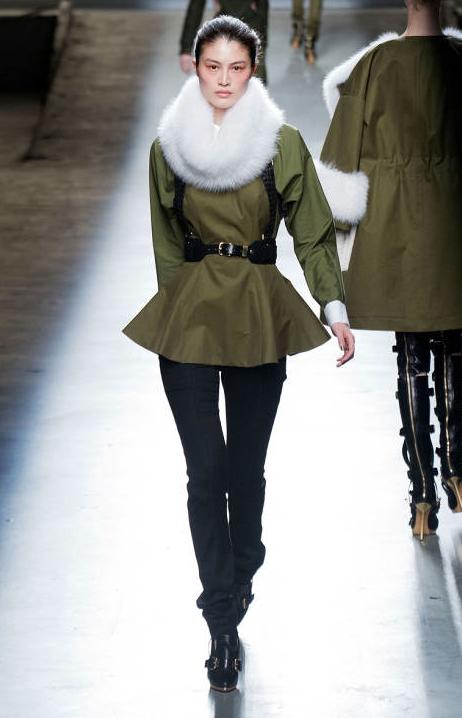 fashion show défilé snood col fourrue