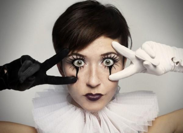 DIY makeup halloween eyeliner