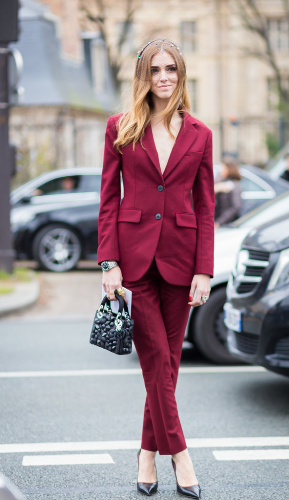 rouge marsala total look street style