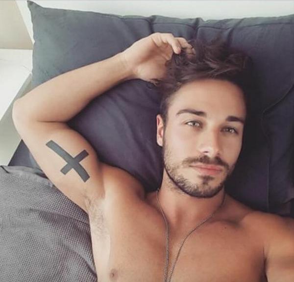 HotDudesInbeds : le compte instagram qui va vous donner encore plus envie de rester au lit