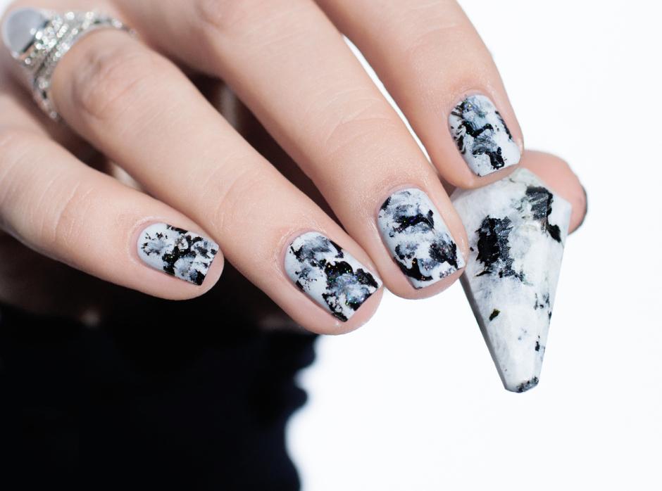 Le nail art de la semaine #12 : Moonstone noir et blanc
