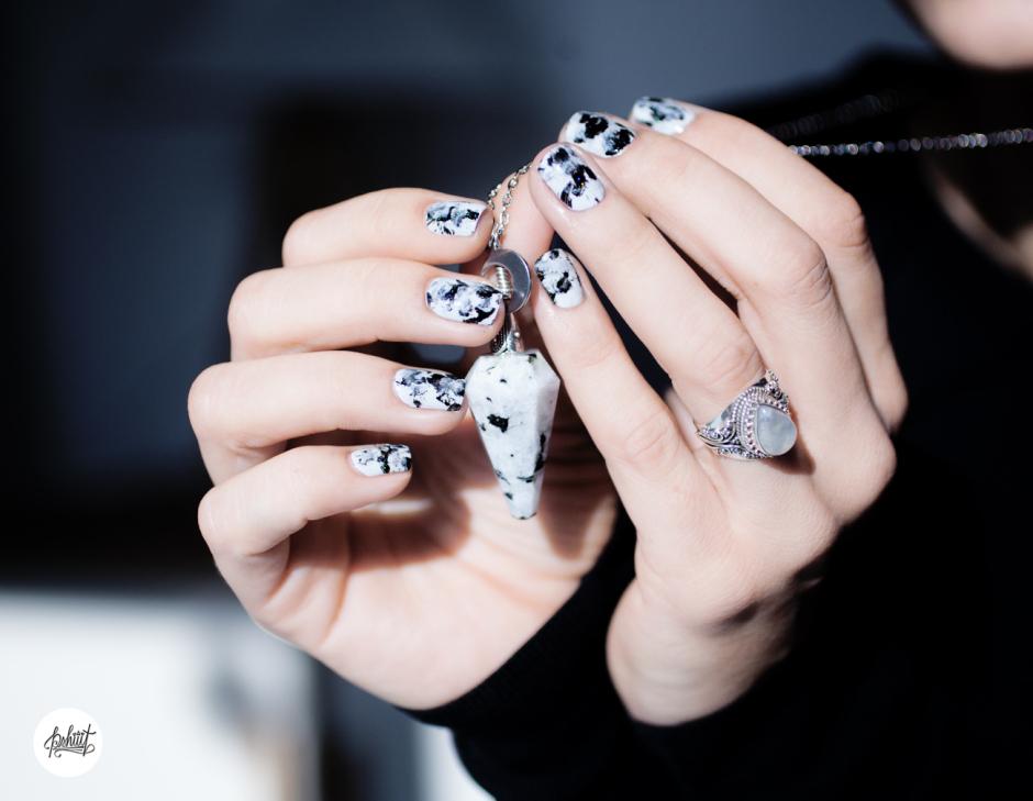 nail art moonstone