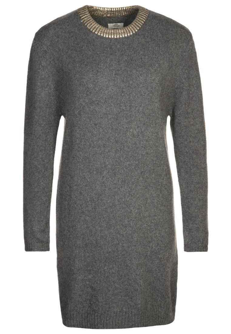 Mads Nørgaard- Robe(150 €)