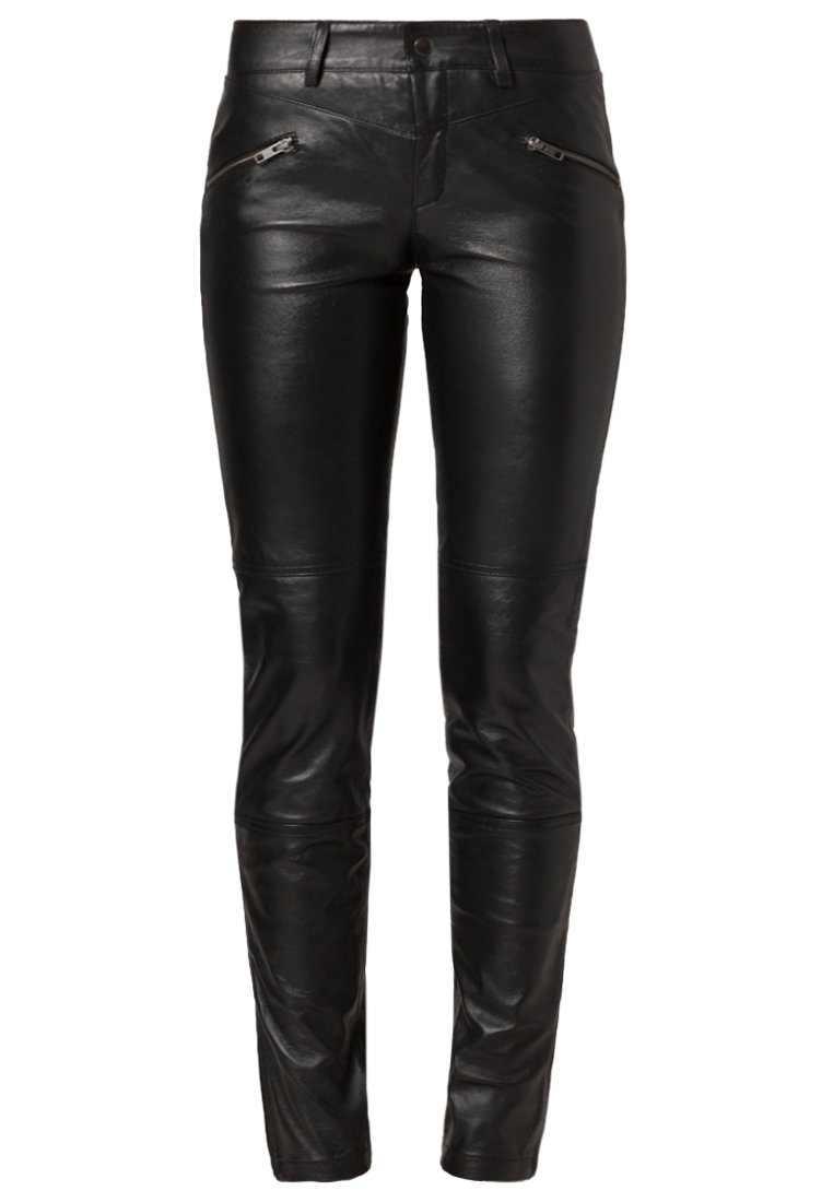 Object - Pantalon(160 €)