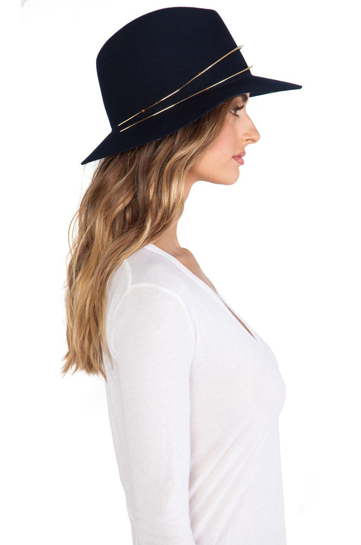 Janessa leon - Chapeau(142 €)