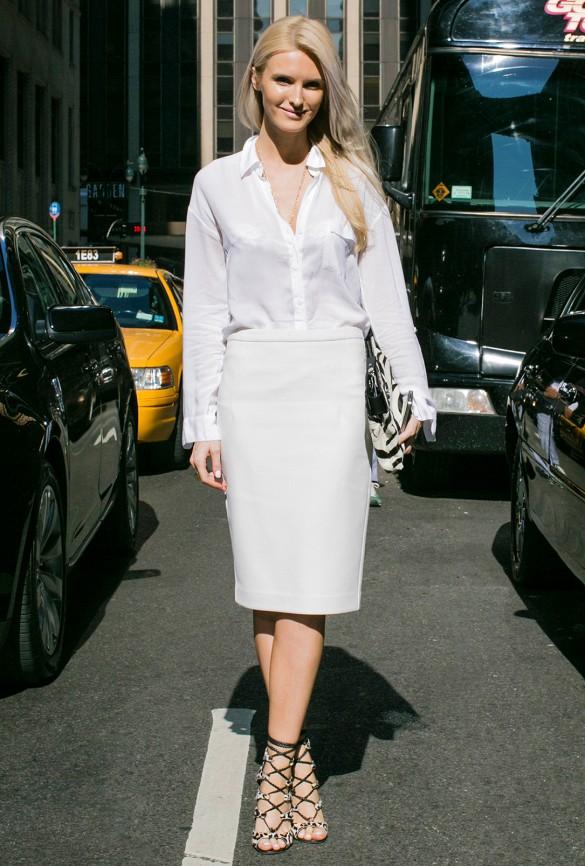 Comme son cousin éloigné Le Noir, Le Blanc peut être aussi très flatteur. Une jupe crayon bien ajustée +un chemisier classique = déclaration de minceur.