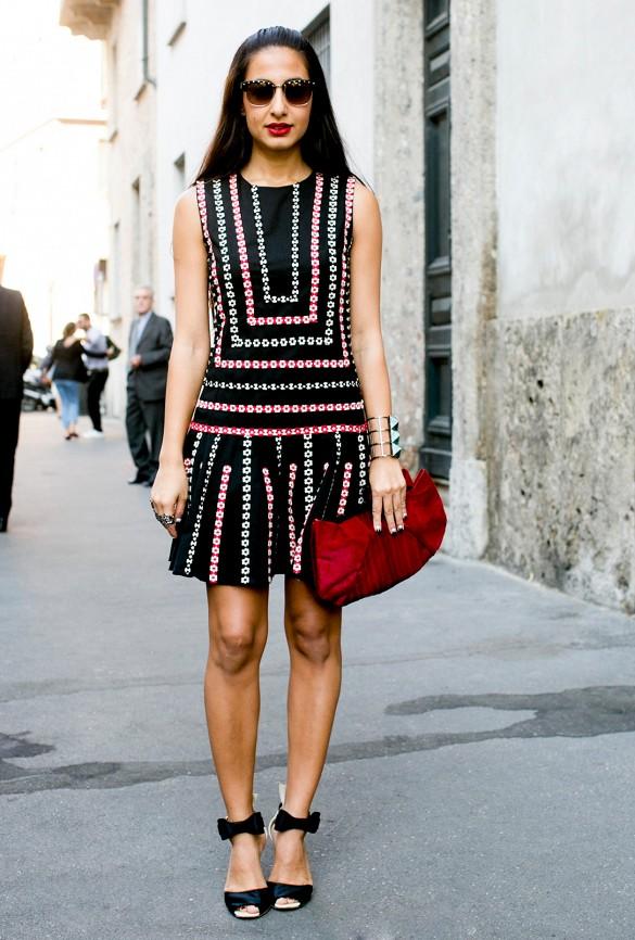 L\'imprimé de cette robe attire l\'oeil vers le milieude la taille en minimisant la largeur. Votre taille semblebeaucoup plus étroite.