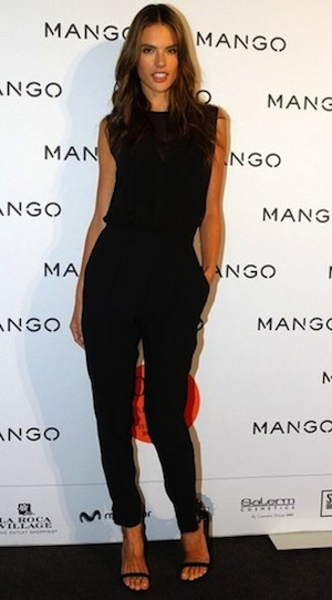 Avant d\'enflammer la piste, Alessandra est apparu dans une combinaison Mango ajouré au décolleté.