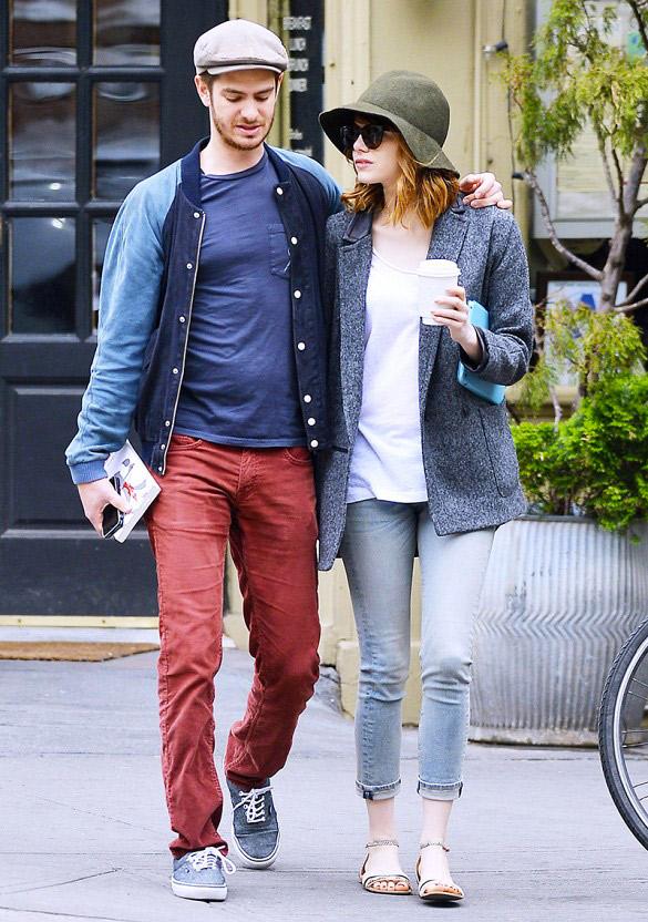 Si vous allez bruncher ouque vous vous rendez à un after work, la combinaison jean slim / sandales plates est parfaite. Sur la photo : Emma Stone