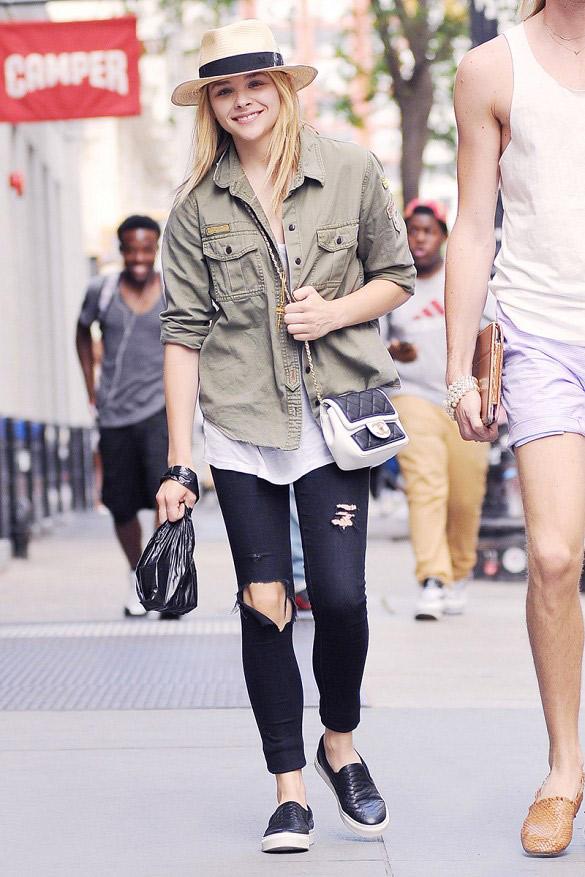 L\'autre chaussure très en vogue en ce moment se marie très bien avec un jean skinny. Evitez celles qui ont un compensé trop important car elles ont tendance à tasser la silhouette. Et n\'hésitez pas à jouer avec les couleurs et les matières. Sur la photo : Chloë Grace Moretz