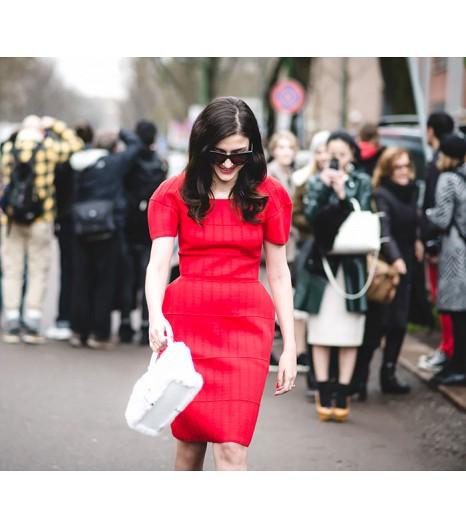 Eleanora Carisi deJou Jou Villeroy  Eleanora porte une robe et un sac Fendi dress ; des lunettes de soleil Celine et des chaussures Alberto Guardiani.