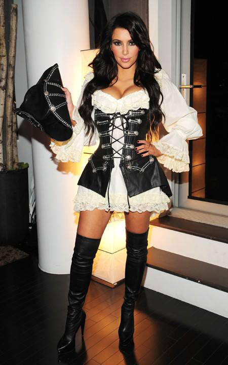Kim Kardashian en pirate