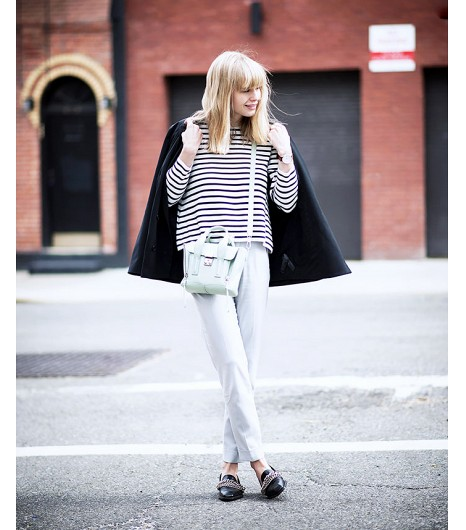 Lisa Dengler deJust Another Fashion Blog  Lisa porteblazer Topshop (85€), un sweat COS, Un sac Mini Trapeze 3.1 Phillip Lim et des chaussures Zara.