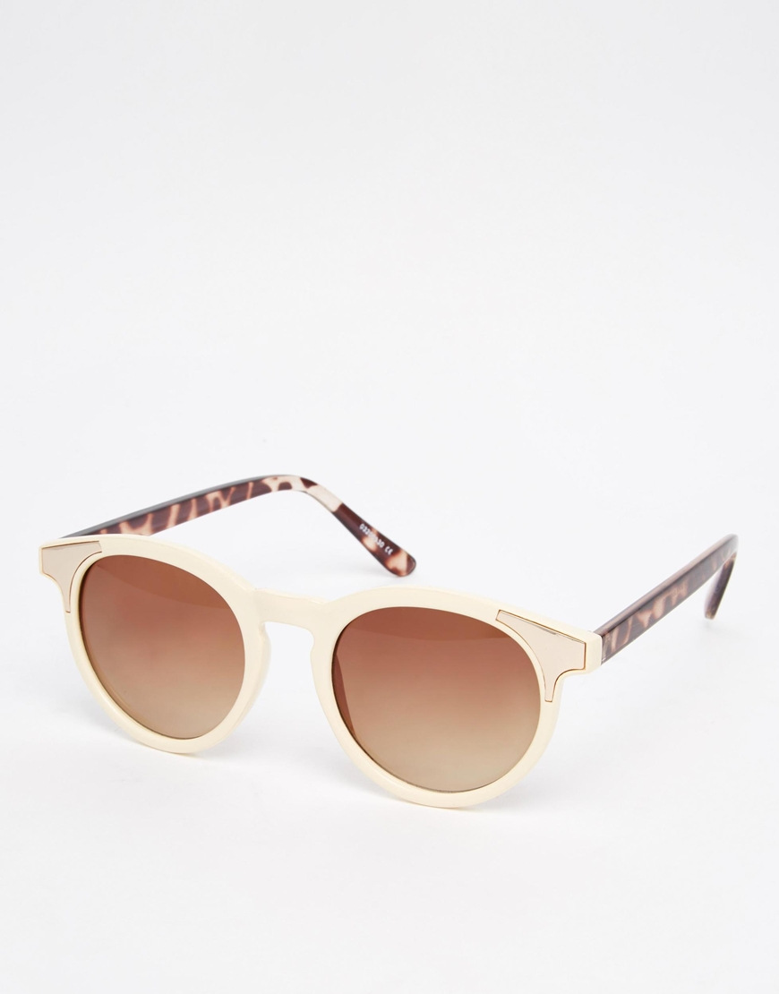 Asos - lunettes de soleil (16€)