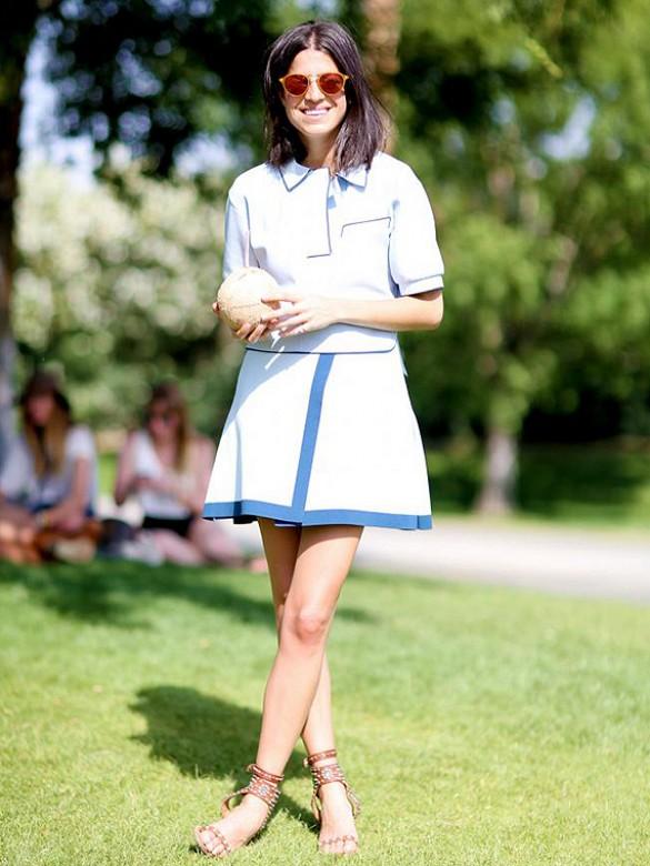 Pour un look blanc aux touches de bleues, des lunettes aux tons chauds à la monture jaune feront un parfait contraste.