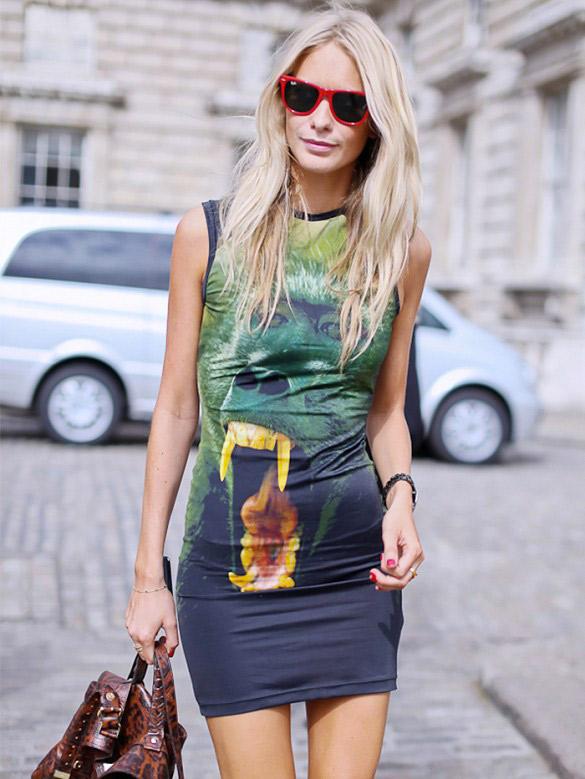 Wow on est fan de la robe imprimée !! Sur Poppy : Robe Christopher Kane