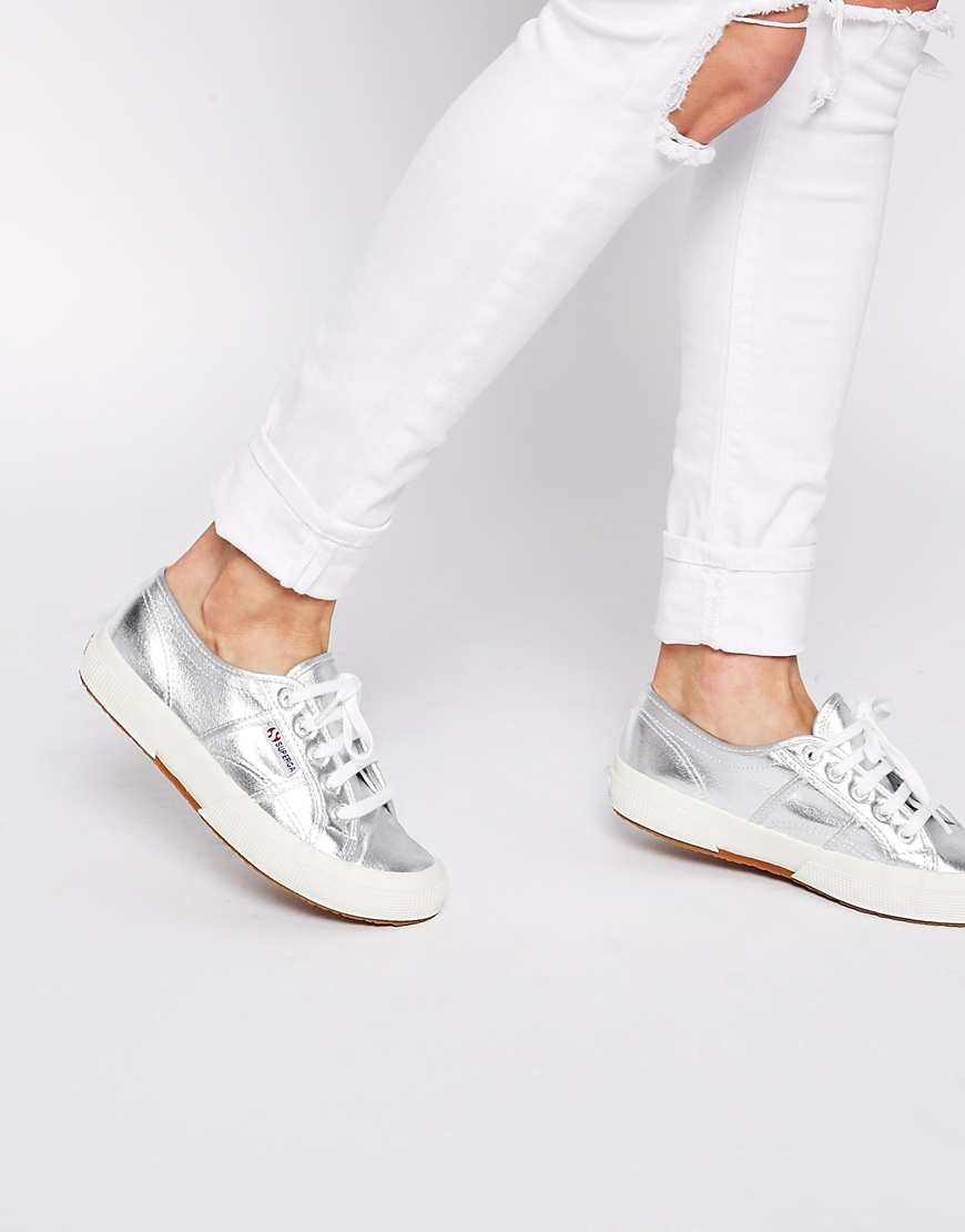 Superga - baskets (68€)