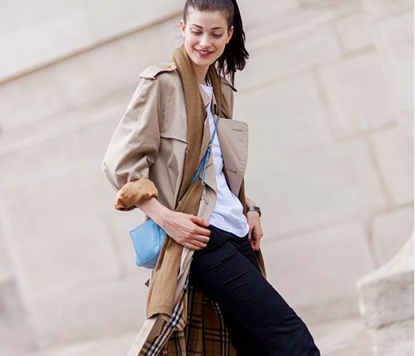 Prenez exemple sur la mannequin très en vogue Larissa Hofmann et retroussez les manches pour un air faussement négligé.