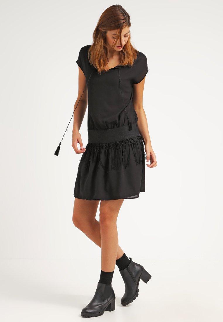 Cortefiel - robe (60€)