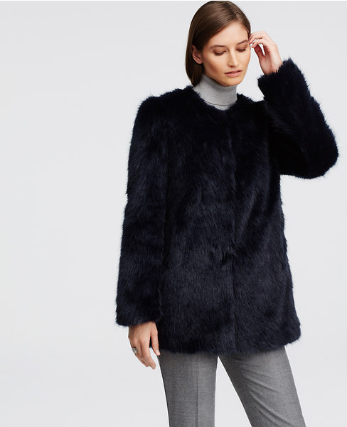 Ann Taylor - Manteaux en fausse fourrure (299€)